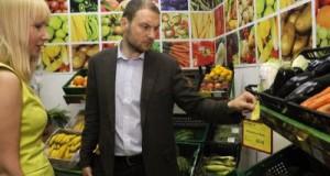 1445862137_1445590770society_krymskie-ministry-ustroili-vneplanovyy-reyd-po-supermarketam-simferopolya-foto_6517